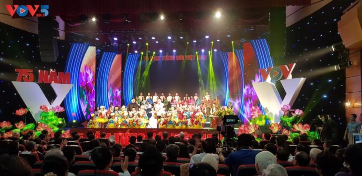 Celebran 75 años de la fundación de la Voz de Vietnam - ảnh 1