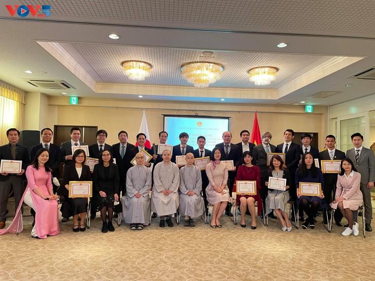 在日本ベトナム大使館、代表的日本在留ベトナム人を表彰 - ảnh 1