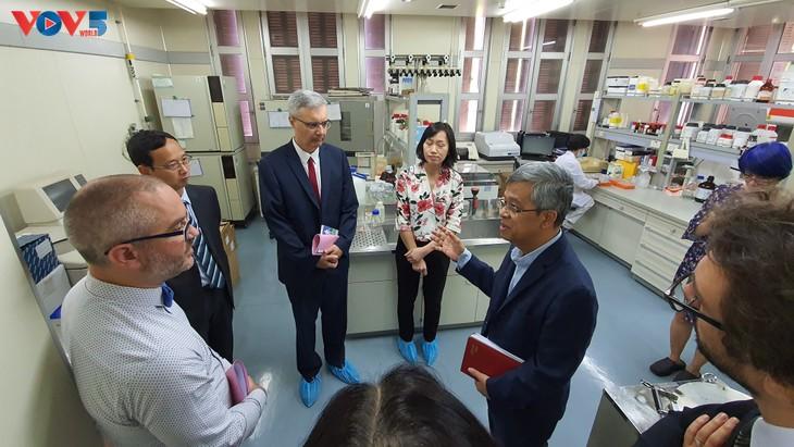 Un institut à la pointe de la recherche médicale  - ảnh 4