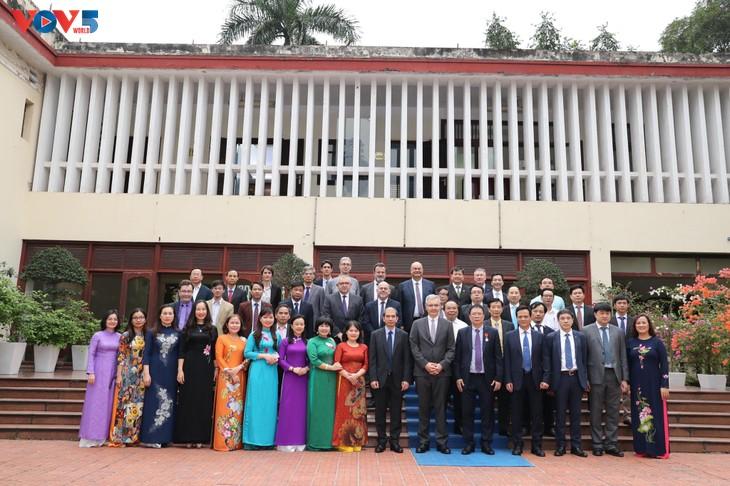 GS.VS. Châu Văn Minh, Chủ tịch Viện Hàn lâm Khoa học và Công nghệ Việt Nam được trao Huân chương Bắc đẩu Bội tinh của Pháp - ảnh 6