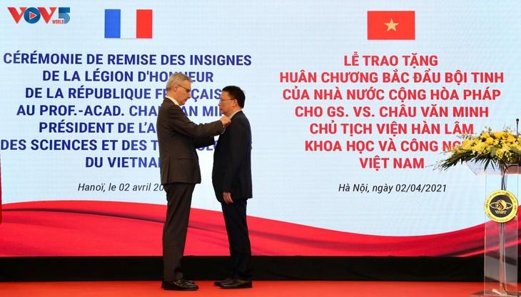 GS.VS. Châu Văn Minh, Chủ tịch Viện Hàn lâm Khoa học và Công nghệ Việt Nam được trao Huân chương Bắc đẩu Bội tinh của Pháp - ảnh 2