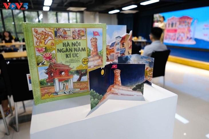 Khám phá danh thắng của Hà Nội với sách tranh 3D - ảnh 1