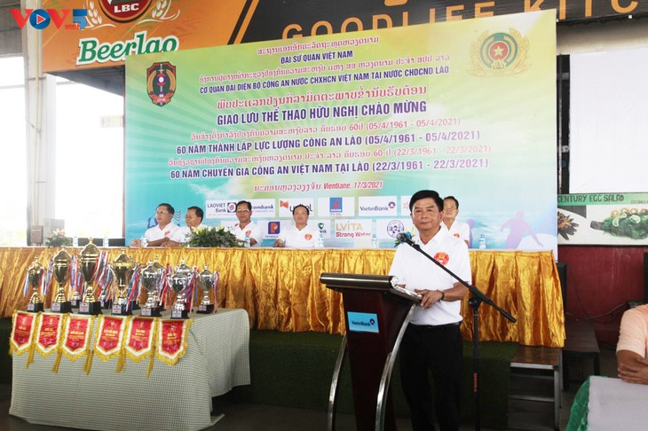 Sportaustausch zum 60. Jahrestag vietnamesischer Polizeiexperten in Laos - ảnh 1