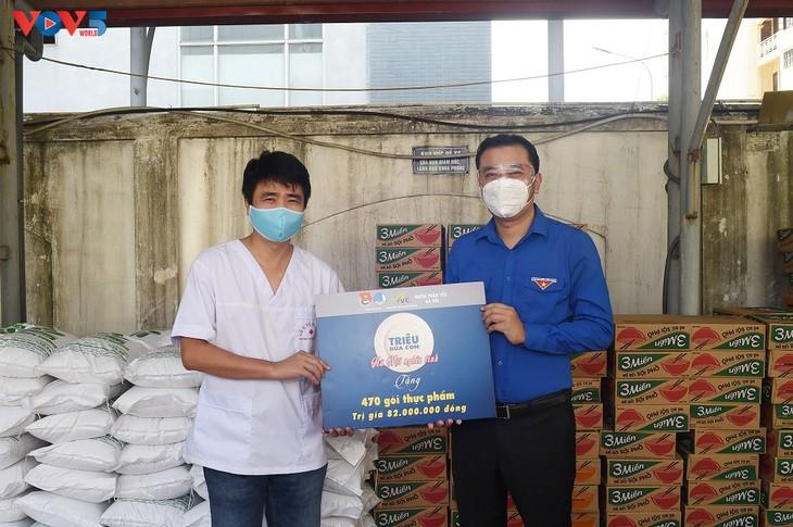 Gần 1 triệu bữa cơm nghĩa tình đã trao tới người dân khó khăn do ảnh hưởng bởi dịch COVID-19 - ảnh 2