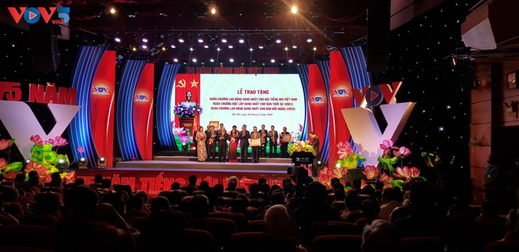 The Voice of Vietnam awarded Labor Order on its 75th anniversary  - ảnh 3
