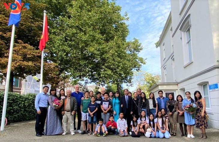 Đại sứ quán Việt Nam tại Hà Lan khai giảng lớp tiếng Việt năm học 2021 - ảnh 1