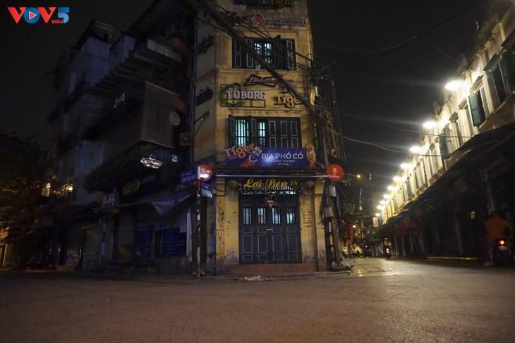 Quang cảnh Hà Nội đẹp thanh vắng trong những ngày tháng cách ly xã hội  - ảnh 9