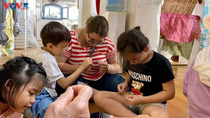 Các em nhỏ tìm hiểu về lụa đũi truyền thống Việt - ảnh 9