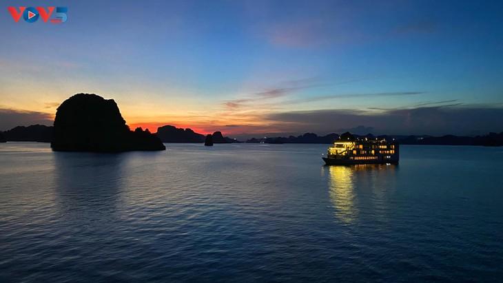 Vịnh Hạ Long lọt top 50 kỳ quan đẹp nhất thế giới - ảnh 10