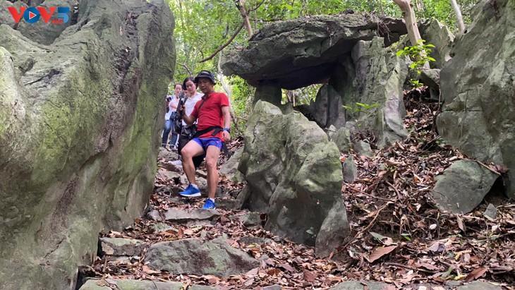 Trải nghiệm leo núi xuyên rừng Cát Bà - ảnh 8