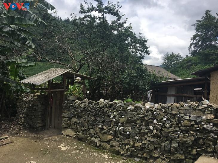 Đến thôn Má Lủng của người Mông ở xã Ma Lé - ảnh 1