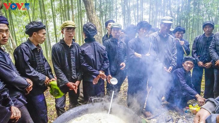 """Độc đáo lễ cúng rừng """" Gạ Ma Do"""" của người Hà Nhì đen - ảnh 12"""