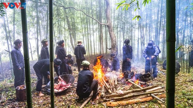 """Độc đáo lễ cúng rừng """" Gạ Ma Do"""" của người Hà Nhì đen - ảnh 9"""