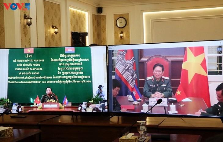 Việt Nam - Campuchia ký kết kế hoạch hợp tác quốc phòng năm 2021 - ảnh 1