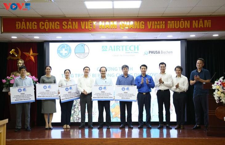 Hội Thầy thuốc trẻ Việt Nam Nam trao hơn 4 tỉ đồng trang thiết bị cho phòng chống COVID – 19 - ảnh 1
