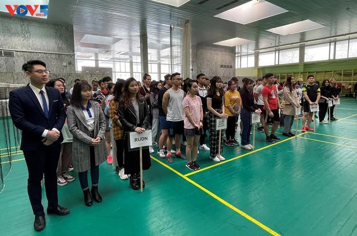 Sinh viên Việt Nam tại Nga tổ chức giải cầu lông chào mừng 90 năm thành lập Đoàn Thanh niên Cộng sản Hồ Chí Minh - ảnh 1