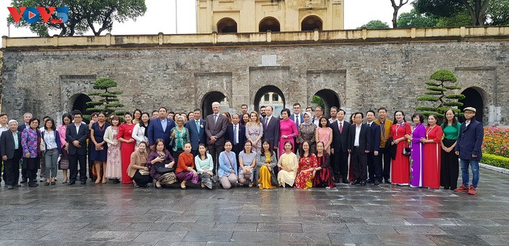 """Promueven el amor de los extranjeros hacia Hanói a través del concurso de escritura """"Hanói en mí"""" - ảnh 1"""