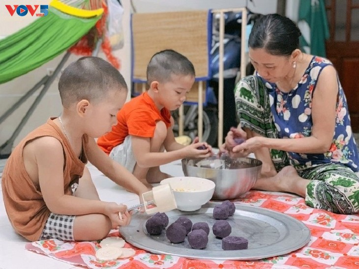 A Mid-Autumn Festival of love and sharing during the COVID-19 pandemic - ảnh 10