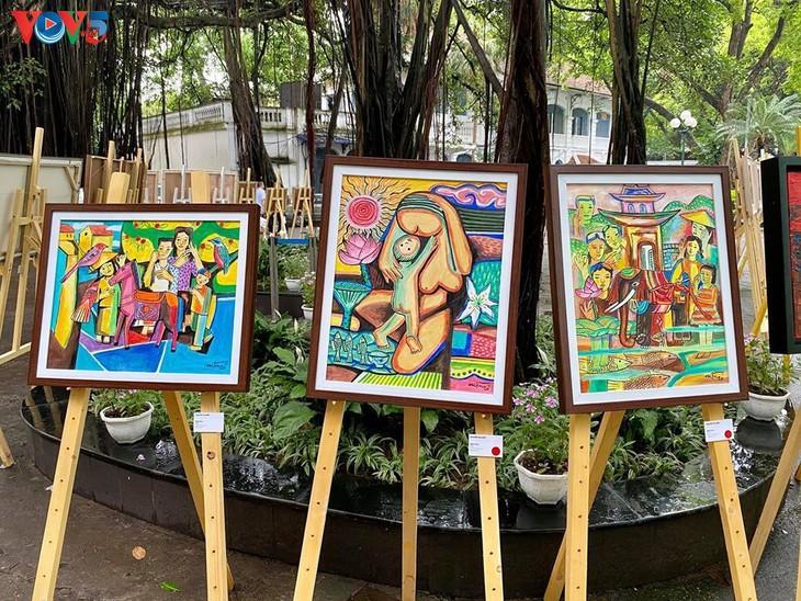"""베트남 현대 화가의 """"사회적 거리두기 중의 그림"""" 전시회 - ảnh 11"""