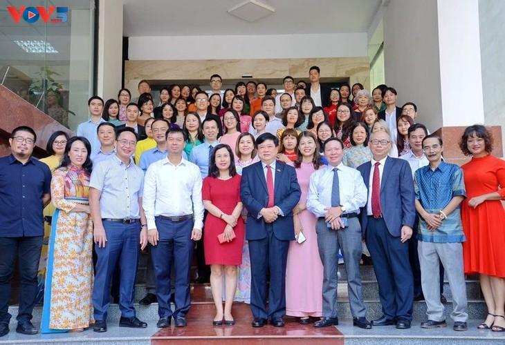 Голоса соединяют Вьетнам с зарубежными друзьями - ảnh 1