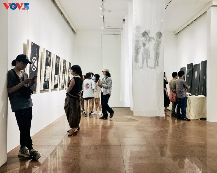 Nguyễn Khắc Hân với triển lãm 10 năm đi cùng tranh khắc gỗ - ảnh 1