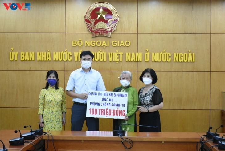 Người Việt tại Hungary ủng hộ công cuộc phòng chống dịch Covid 19 - ảnh 5