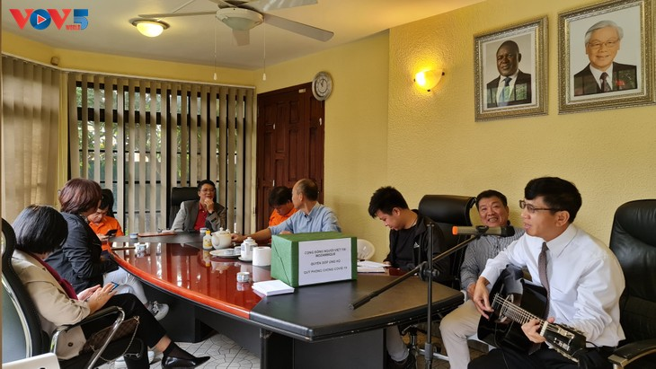 Cộng đồng người Việt Nam tại Mozambique quyên góp ủng hộ Quỹ phòng chống COVID-19  - ảnh 9