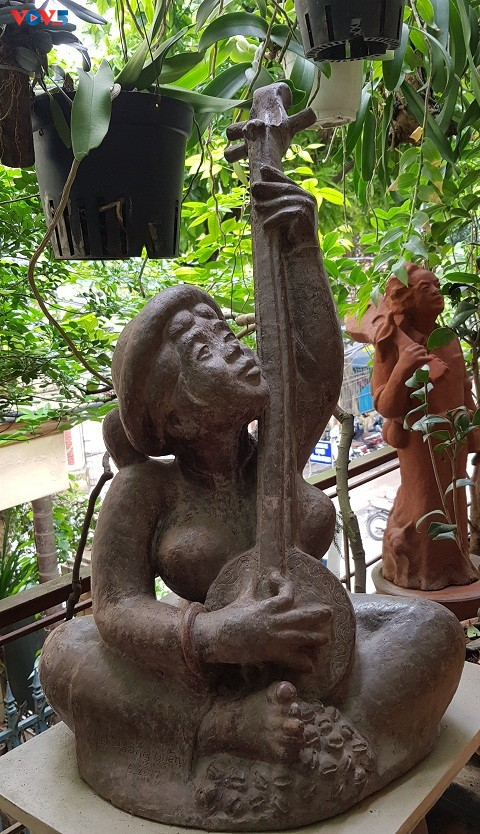 Nhà điêu khắc Hoàng Uyên - người đi tìm sự tinh tế trong cuộc sống đời thường - ảnh 2