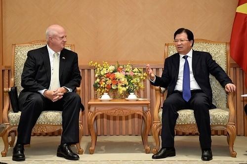 Vicepremier de Vietnam recibe a subjefe del grupo estadounidense Hanesbrands - ảnh 1