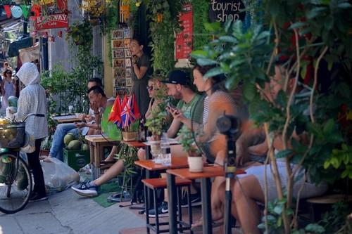 Cafeterías al borde del ferrocarril de Hanói - ảnh 3