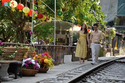 Cafeterías al borde del ferrocarril de Hanói - ảnh 6