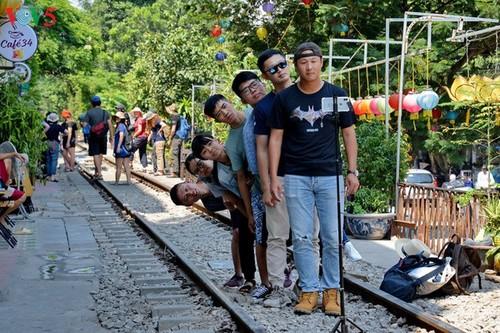Cafeterías al borde del ferrocarril de Hanói - ảnh 7