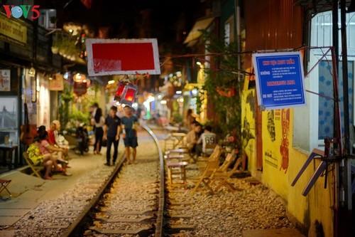 Cafeterías al borde del ferrocarril de Hanói - ảnh 8