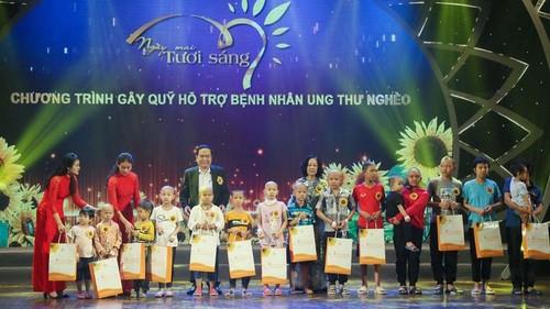 Programa artístico de caridad para pacientes con cáncer en Vietnam - ảnh 1