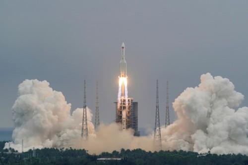 Restos del cohete chino cayen en el Océano Índico - ảnh 1