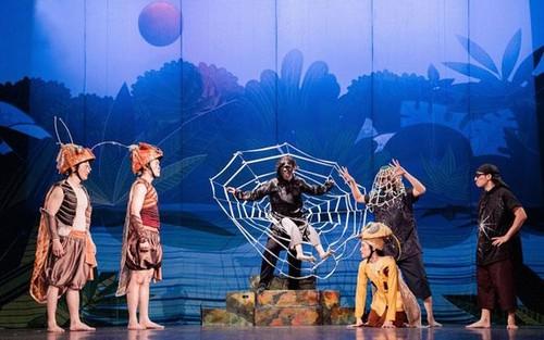 """Artistas del Teatro de Le Ngoc recrean la obra clásica """"De Men Phieu Luu Ky"""" - ảnh 1"""