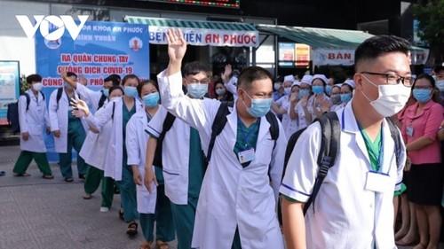 El pueblo y el sector empresarial de Vietnam siguen con determinación el llamado del líder político contra el covid-19 - ảnh 1