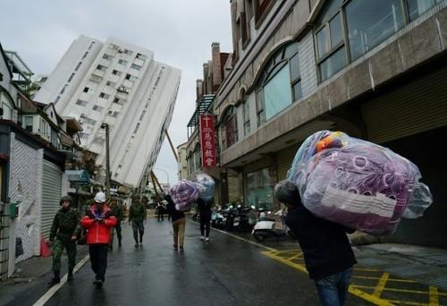 Les recherches se poursuivent après le séisme taïwanais, dix morts - ảnh 1
