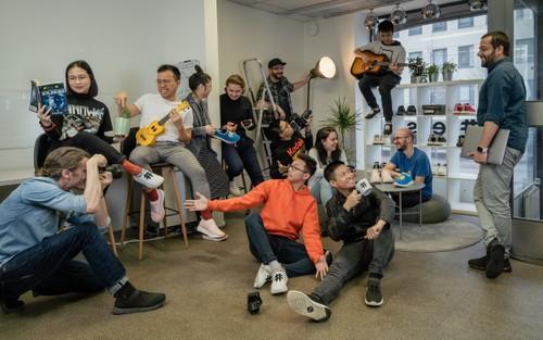 Deux jeunes vietnamiens qui fabriquent des sneakers à base de café honorés par Forbes Europe - ảnh 2
