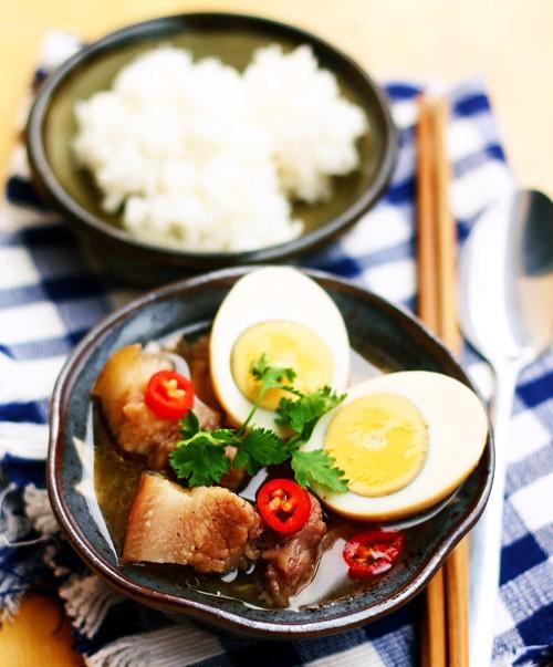 Vietnamese Braised Pork with Eggs - ảnh 2