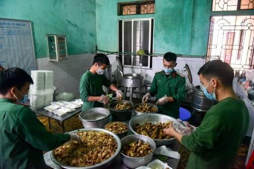 Life inside Vietnam's army-run quarantine camps - ảnh 1