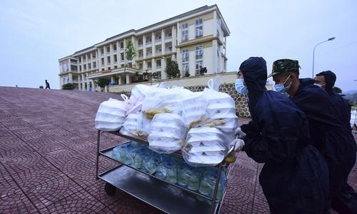 Life inside Vietnam's army-run quarantine camps - ảnh 2