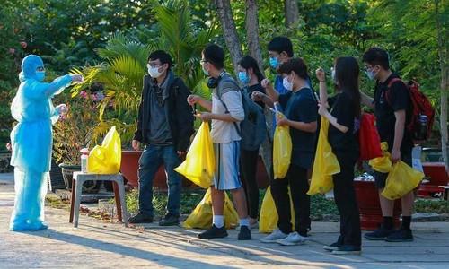 Life inside Vietnam's army-run quarantine camps - ảnh 4
