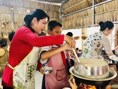 Teaching creativity: making traditional cakes at school  - ảnh 2