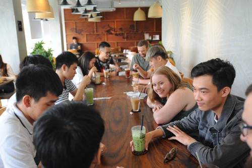 Club welcomes Vietnamese to practice English with native speakers - ảnh 3