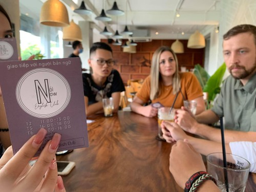 Club welcomes Vietnamese to practice English with native speakers - ảnh 2