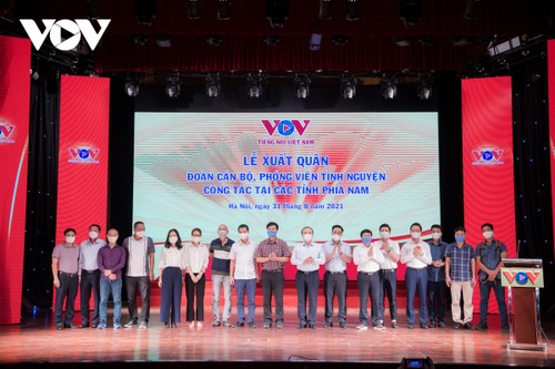 VOV reporters sent off to southern provinces to fight COVID-19 - ảnh 1