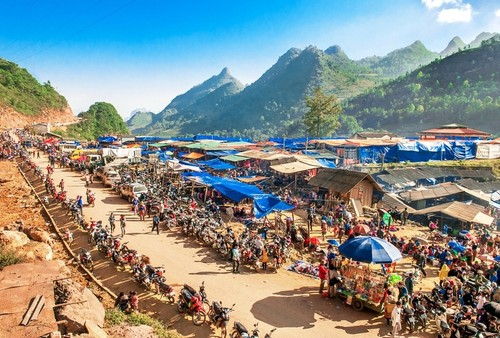 Ikhtisar Surat Beberapa Pendengar dan Perkenalan Sepintas tentang Pasar Bac Ha - ảnh 2