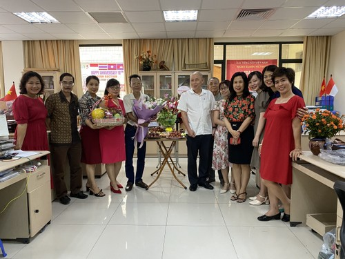 Ikhtisar Surat Beberapa Pendengar dan Perkenalan Sepintas tentang Pasar Bac Ha - ảnh 1