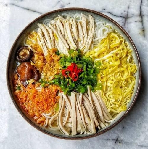 Perkenalan Sepintas tentang Baju Tahan Guncangan Suhu Tubuh dan Makanan Sesuai dengan Cuaca Orang Hanoi - ảnh 2